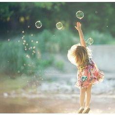 Gorgeous Portrait Photography / A Little Girls Dream / Children Photography, Family Photography, Art Photography, Amazing Photography, Bubble Photography, Whimsical Photography, Little Girl Photography, Foto Fun, Foto Baby