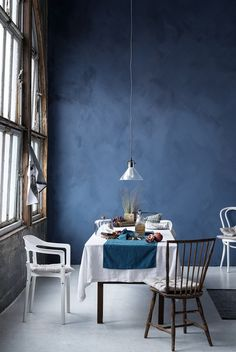 This is blue suede paint. Blue Rooms, Blue Walls, Interior Decorating, Interior Design, Decorating Ideas, Dining Room Design, Style At Home, Home Fashion, Home And Living