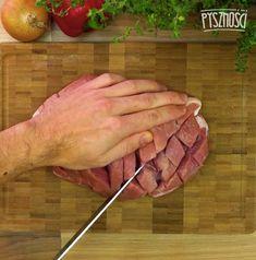 Ponacinaj mięso tak, aby przypominało szachownice.