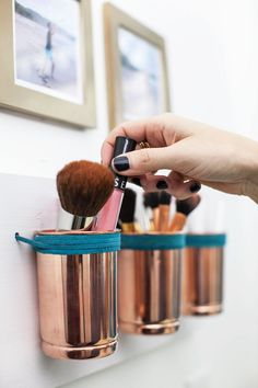 Use this leather + copper cup organizer DIY to arrange your makeup brushes, kitchen utensils or even autumnal flowers.