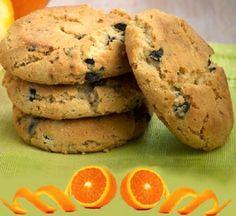 Τραγανά μπισκότα πορτοκαλιού με σταγόνες σοκολάτας. Η συνταγή είναι μεταφρασμένη αποκλειστικά για το SintagesPanos.    Υλικά:  500 γρμ. ζά... Cookies, Bread, Sweet, Desserts, Food, Crack Crackers, Candy, Tailgate Desserts, Deserts