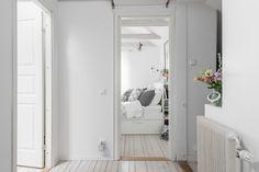 Un ático lleno de luz que te hará amar el color blanco #hogarhabitissimo