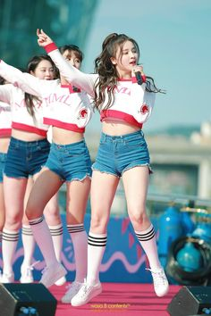 57 photos of Nancy Momoland showing her beautiful body shape and pretty face