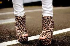 Cheetah Print Shoes Would love these! Fashion Shoes, Fashion Accessories, Women's Fashion, Wild Fashion, Cute Asian Fashion, Leopard Boots, Cheetah Shoes, Favim, Fashion Images