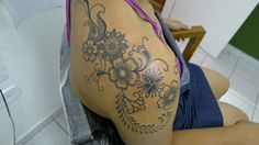 Pretty flowery shoulder tattoo