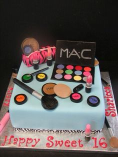 I wouldn't like my whole cake like this (it does look weird with too much of the make up on!), but maybe one icing lipstick would be good, cool!!! :)