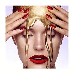 Maschera Anti-Age mono uso Hollywood Gold Mask ORO 24K✨ L'Oro conferisce luminosità alla pelle, l'Acido Ialuronico, con tre differenti pesi molecolari, crea un film idratante in grado di preservare l'elasticità della pelle. Il Collagene dona un effetto lifting, mantiene la pelle giovane e compatta, la Vitamina E, dall'effetto antiossidante preserva la pelle dall'invecchiamento cutaneo. Acquistala subito nello Store  BcdCosmetici ⠀