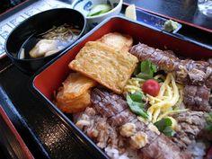 魅惑のしゃこめし弁当 と  和菓子いちょう : ふつうのコト