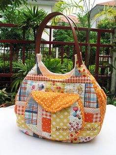 Cute quilt bag with leather handles