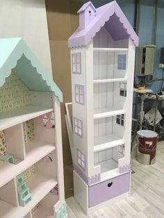 transform a book shelf into a doll house.Always visit a local independent paint and design center for the best advice on your projects.We can match anything. Mini Doll House, Toy House, Barbie Doll House, Barbie Furniture, Dollhouse Furniture, Kids Furniture, Trendy Furniture, Furniture Cleaning, Kids Bedroom Organization