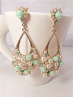 Beautiful Pearl & Mint roses earrings for Spring #fashion #pearls #jewelry