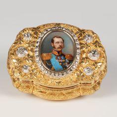 A gold and diamond Alexander II Russian Imperial presentation portrait snuff box, attributed to C. Weishaupt und Söhne, Hanau, circa 1860.