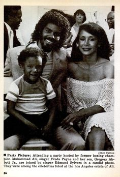 Edmund Silvers (Boogie Fever) and Freda Payne with her son [by Gregory Abbott? Silvers was 15 years Payne's junior. The Sylvers, All In The Family, Family First, Family Love, Hip Hop Artists, Music Artists, Freda Payne, Black Magazine, Vintage Black Glamour
