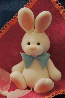 Bunny for cake topper, use pink bow Fondant Toppers, Fondant Cakes, Cupcake Toppers, Bunny Cupcakes, Easter Cupcakes, Fondant Figures, Fondant Animals, Modeling Chocolate, Chocolate Icing