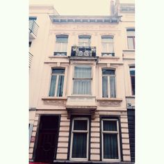 Layer cake #brussels #bruxelles #belgium #belgique #bxl #brusselsarchitecture #pink #creamy #stripes #maisondemaître #ixelles #elsene  (at Rue Faider)