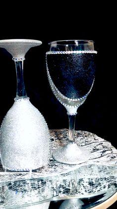 Bedazzled Liquor Bottles, Glitter Wine Bottles, Glitter Wine Glasses, Bling Bottles, Fancy Wine Glasses, Wedding Wine Glasses, Decorated Wine Glasses, Bling Wedding Decorations, Christmas Candle Decorations