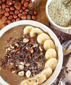 Chocolate Hazelnut Hemp Smoothie Bowl #healthy #smoothies #recipe http://greatist.com/eat/smoothie-bowl-recipes