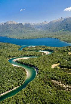 Aerial of Waiau River & Lake Manapouri, Fiordland National Park, New Zealand (© David Wall/Alamy)