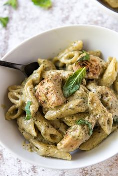 Chicken Pesto Pasta has tender pasta and chicken coated in a rich and creamy pesto sauce. It's an easy, flavorful meal that's ready in 30 minutes! Pasta Al Pesto, Pesto Pasta Recipes, Healthy Chicken Recipes, Chicken Pesto Pasta, Fast Recipes, Clean Recipes, Healthy Meals, Healthy Eating, Creamy Pesto Sauce