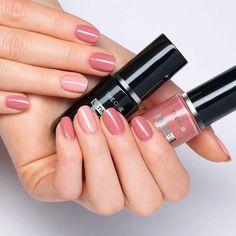 Chrome Nail Polish, Opi Nail Polish, Chrome Nails, Opi Nails, Best Nail Polish Brands, Types Of Nail Polish, Types Of Nails, Oriflame Beauty Products, Oriflame Cosmetics