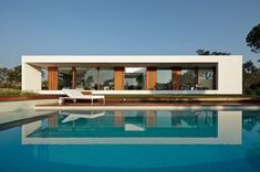 Prefab house / contemporary / wooden frame / cross-laminated timber SIFERA by Josep Camps & Olga Felip KLH Massivholz Pool House Designs, Modern House Design, Residential Architecture, Modern Architecture, Contemporary Style Homes, Prefab Homes, Mid Century House, Building Design, Bungalow