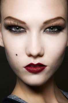 Karlie Kloss. http://votetrends.com/polls/369/share #makeup #beauty #runway #backstage