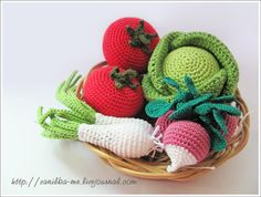 If I ever have grandchildren I will make these crocheted vegetables for their play kitchen.