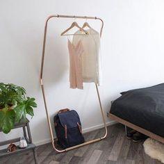 Koppar - Klädställning mot vägg
