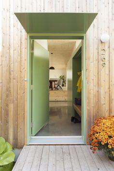 la SHED La Shed Architecture, Exterior Shades, Green Front Doors, Saint Laurent, Container Office, Trellis, Oversized Mirror, House Plans, Backyard