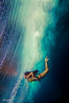 Showcase of surfing and surf culture-inspired photography by photographer Sarah Lee on Club of the Waves Photos Sous-marines, Cool Photos, Pictures, Photographs, Underwater Photography, Amazing Photography, Photography Tips, Digital Photography, Photography Challenge