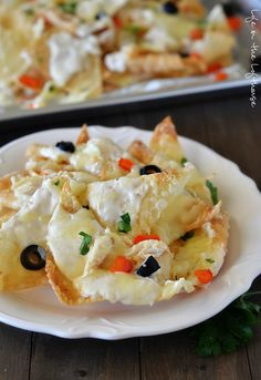 Italian Nachos aka. my new weakness. These nachos are incredible. Crispy wontons, grilled chicken, bell peppers, and olives smothered in Alfredo sauce and cheese. Gah!     I used our favorite homemade Alfredo Sauce that made these nachos all the more amazing! If you're in a pinch or don't feel like making homemade just use …
