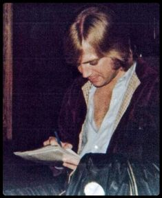Justin Photos, Justin Hayward, Classical Music Composers, Nights In White Satin, Moody Blues, Husband Love, Rare Photos, Playing Guitar, Singer