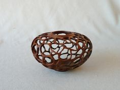 how to prepare an avocado pit to carve Avocado Art, Vases, Dremel Carving, Wood Creations, Shell Crafts, Nature Crafts, Wooden Jewelry, Crafty Craft, Wood Turning