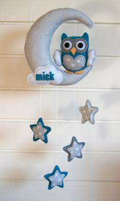 This is a super cute idea Handmade by JoHo - uil, maan en sterren van vilt