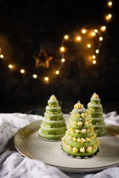 Festliche Tannenbaum Macarons - Maren Lubbe - Feine Köstlichkeiten Pretty Christmas Trees, Macaron Recipe, Malu, Family Holiday, Macaroons, Food Design, Cake Cookies, Food Styling, Food Art