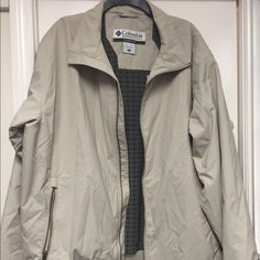 Mens Columbia Jacket With Fleece Lining. SZ XL Cream colored with gray fleece lining. Very comfortable and warm. Smoke free home and worn only once. Columbia Jackets & Coats