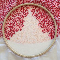 Meredith Woolnough - Delicately Embroidered Sculptures Mimic the Fragility of Nature - My Modern Met