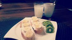 Babybauch Frühstück - Vitamine tanken und hoffen das es endlich los geht! #brioche #quark #banane #kiwi #himbeerblütentee #wehenfördern #lecker #bewusstgeniessen #selfmade #foodporn #antitütenkochen