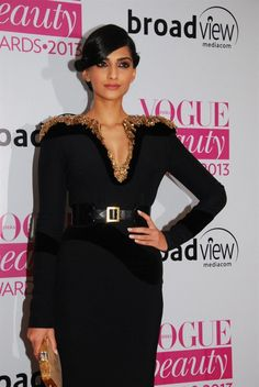 Sonam Kapoor at Vogue Awards 2013.