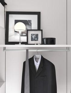 PRESOTTO   Varius walk-in closet with back panels and accessories in matt bianco candido lacquer. _ Cabina armadio Varius con schienali e attrezzature in laccato opaco bianco candido.