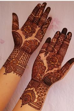 51 Impressive Diwali Mehndi Designs For Newlywed Brides Celebrating Their First Diwali Post-Nuptials Henna Hand Designs, Dulhan Mehndi Designs, Mehandi Designs, Mehndi Designs Finger, Latest Bridal Mehndi Designs, Floral Henna Designs, Mehndi Designs 2018, Mehndi Designs For Girls, Stylish Mehndi Designs