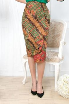 Sewing Clothes Women Dresses Circle Skirts 34 Ideas For 2019 Sewing Dresses For Women, Sewing Clothes Women, Dress Clothes For Women, Trendy Dresses, Elegant Dresses, Batik Blazer, Blouse Batik, Rok Batik Modern, Batik Long Dress