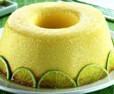 No liquidificador, bata o açúcar, o leite condensado, o suco de limão, o leite, os ovos e misture as raspas de limão. Coloque em uma forma untada com manteiga e açúcar. Asse em banho-maria, no forno preaquecido a 220º durante 50 minutos. Deixe esfriar e desenforme.  Dica: Decore com rodelas finas de limão.
