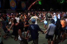 APRESENTAÇÕES MUSICAIS NA Folia Gastronômica de Paraty Dia 16 de novembro às 16h Debaixo do jambeiro da Praça da Matriz   Ciranda Elétrica  Valorizando a cultura caiçara !  Jovens músicos dão cara nova à tradicional ciranda caiçara de Paraty.  #FoliaGastronomicaParaty #mandioca #gastronomia #evento #folia #cultura #turismo #culinária #Paraty #PousadaDoCareca #CirandaElétrica
