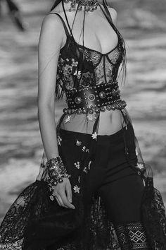 Fashion Design Inspiration Haute Couture Alexander Mcqueen Ideas For 2019 Fashion 2017, Look Fashion, Fashion Details, Couture Fashion, Runway Fashion, Fashion News, High Fashion, Fashion Show, Fashion Outfits