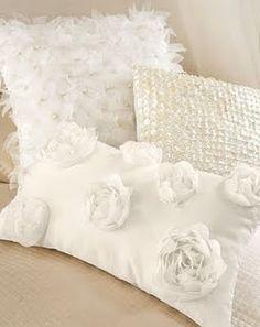 goregous white pillows