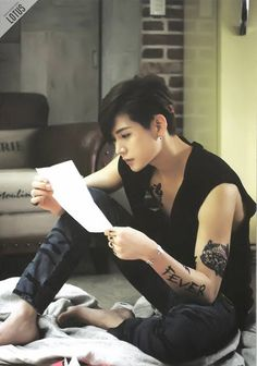When Nu'est's Ren finally leaves back his yojja style. *Drools* Manly -nods-