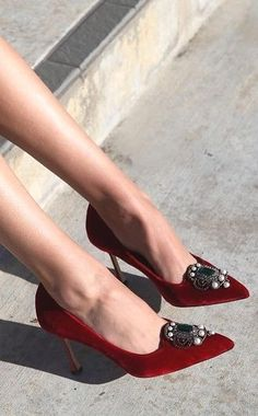 nice Manolo Blahnik--love the vintage look. ahh im in love Check more at http://www.uponshoes.org/manolo-blahnik-love-the-vintage-look-ahh-im-in-love.html
