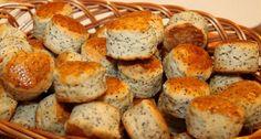 Kiváló recept. Igazi magyaros, mákos pogácsa. Könnyű, nem száraz, és nem lehet abbahagyni. Vigyázzunk, ez a tészta csak apró pogácsához ideális! Hungarian Recipes, Hungarian Food, Scones, Biscuits, Bakery, Deserts, Muffin, Goodies, Favorite Recipes
