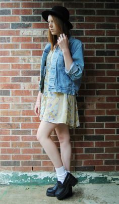 White ankle socks, black wedge mocassins, white and yellow patterned short dress, denim jacket Patterned Denim Shorts #womenfashion #duongdayslook #PatternedDenimShorts #Patterned #Denim #Shorts www.2dayslook.com